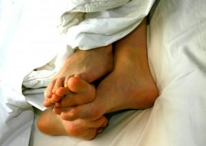 lábak az ágyban