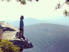 Egyedül a sziklán Saját mese. A lángra kapott lány - saját mesével a problémák feltárása és megoldása felé.